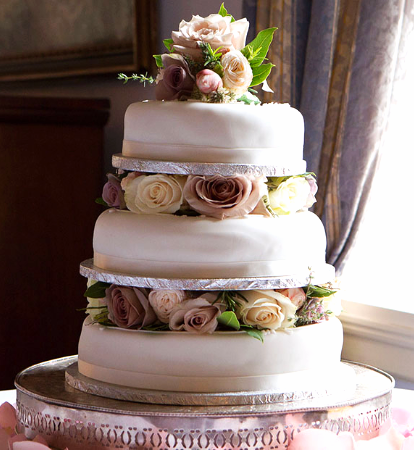 Delicious Idea For Your Wedding Day Lovely Three Tier Wedding Cake