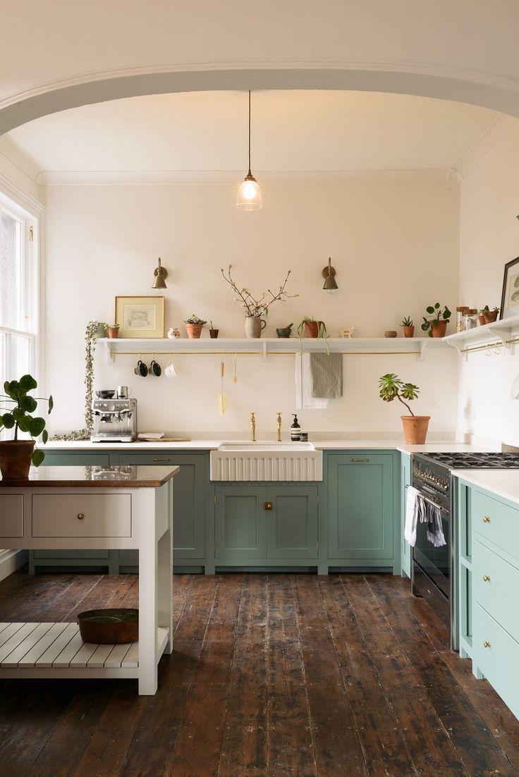 Photo of Una cucina deliziosamente semplice in una villa edoardiana che evoca un'era diversa – Caro designer