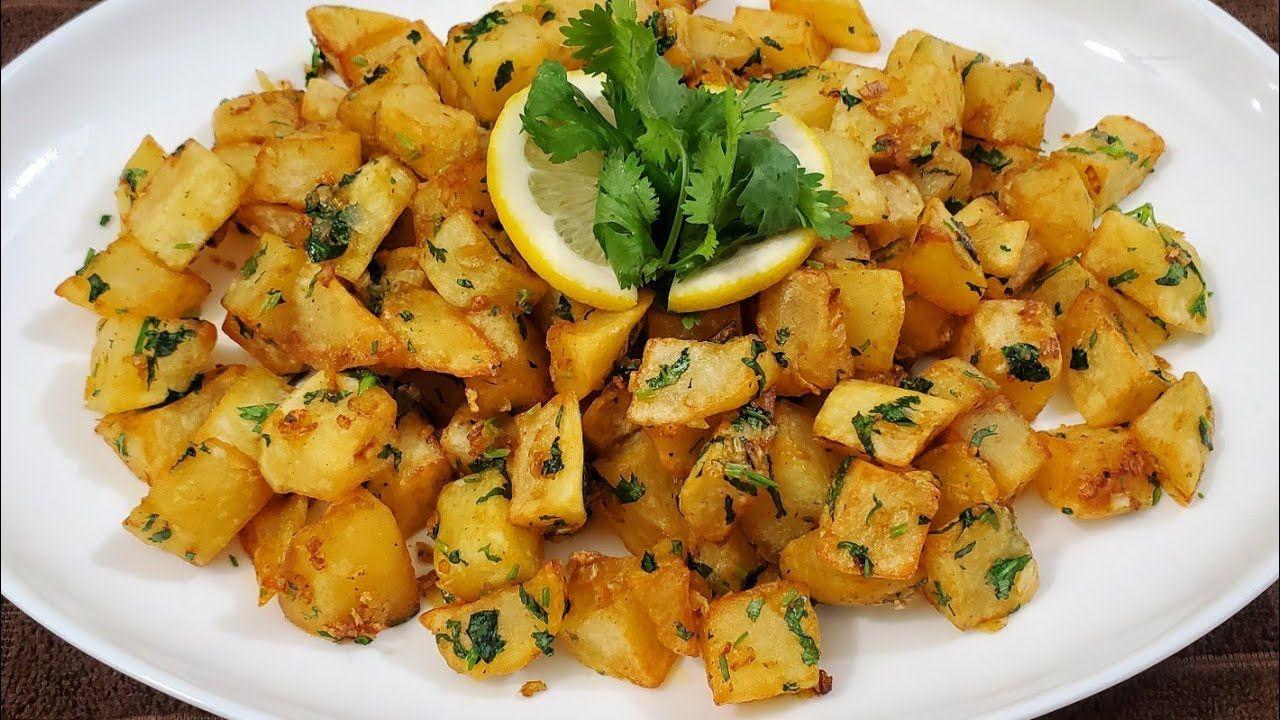 طريقة تحضير البطاطا الحرة Best Vegan Spicy Potatoes Batata Harra Youtube Middle East Food Potato Dishes Home Cooking