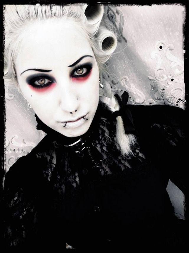 Halloween Kostum Frau Vampir Mittelalter Augen Makeup Kostumideen