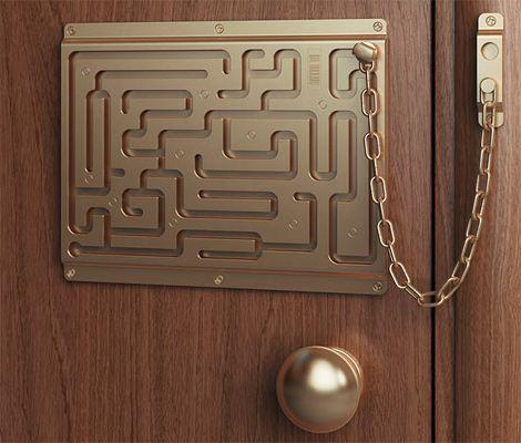 Defendius Labyrinth Security Lock That Little Chain Stands No - Labyrinth-security-door-chain