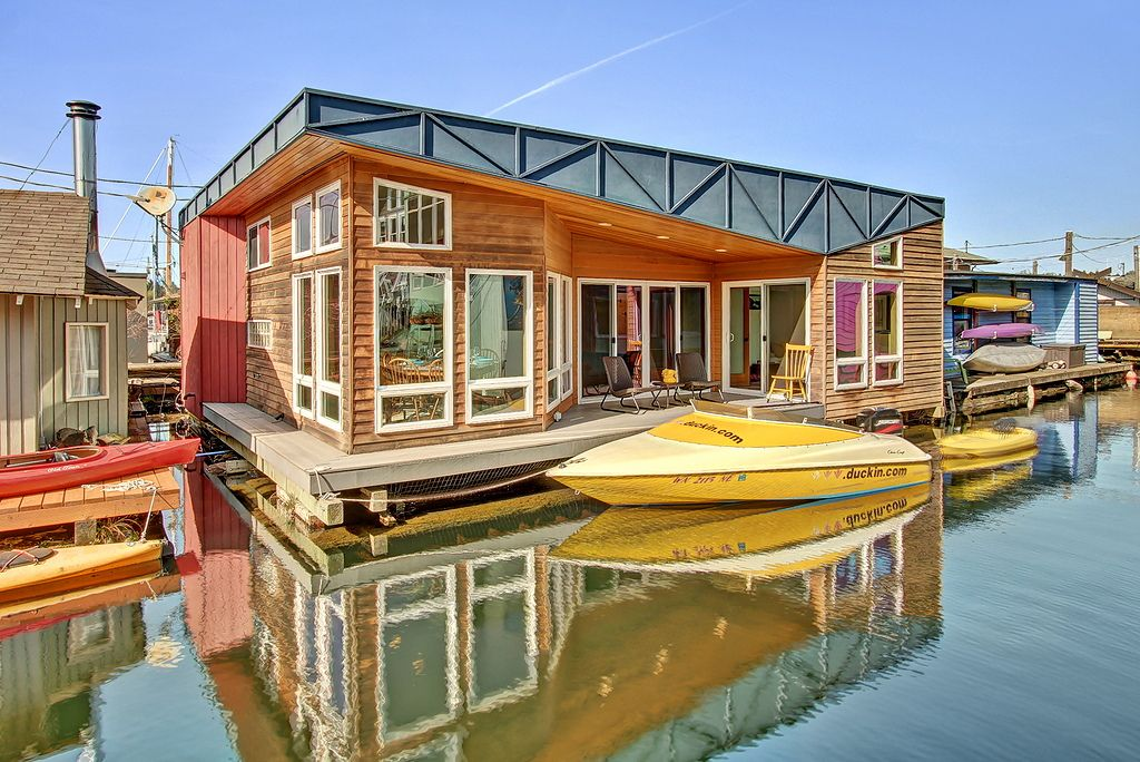 Lake union floating home a custom 954 square feet for Seattle area home builders