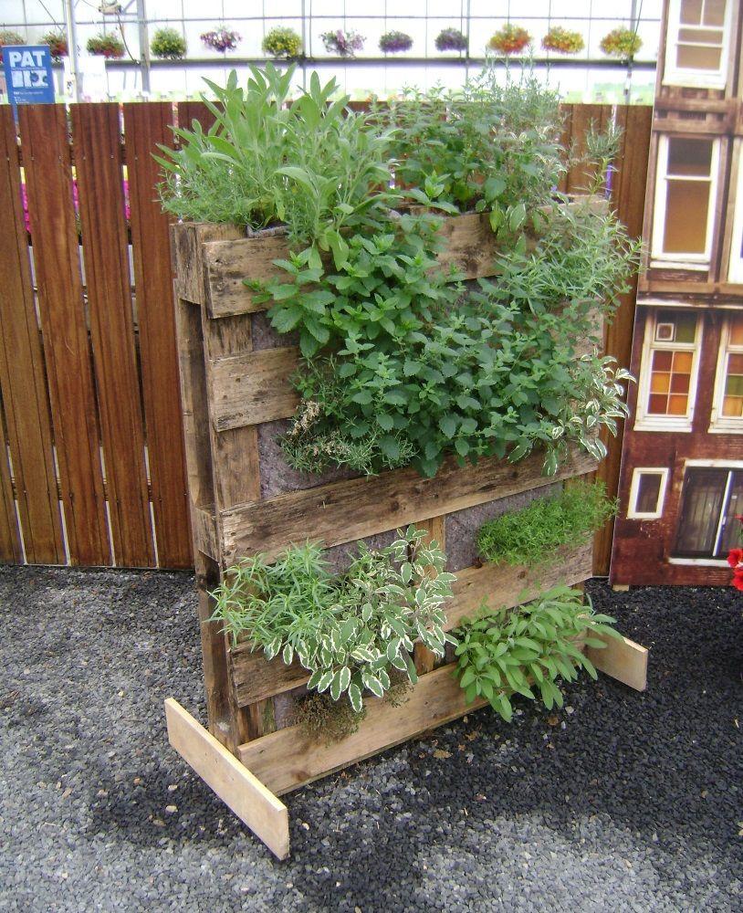 Comment cr er un potager vertical palette jardin - Comment faire un jardin vertical ...