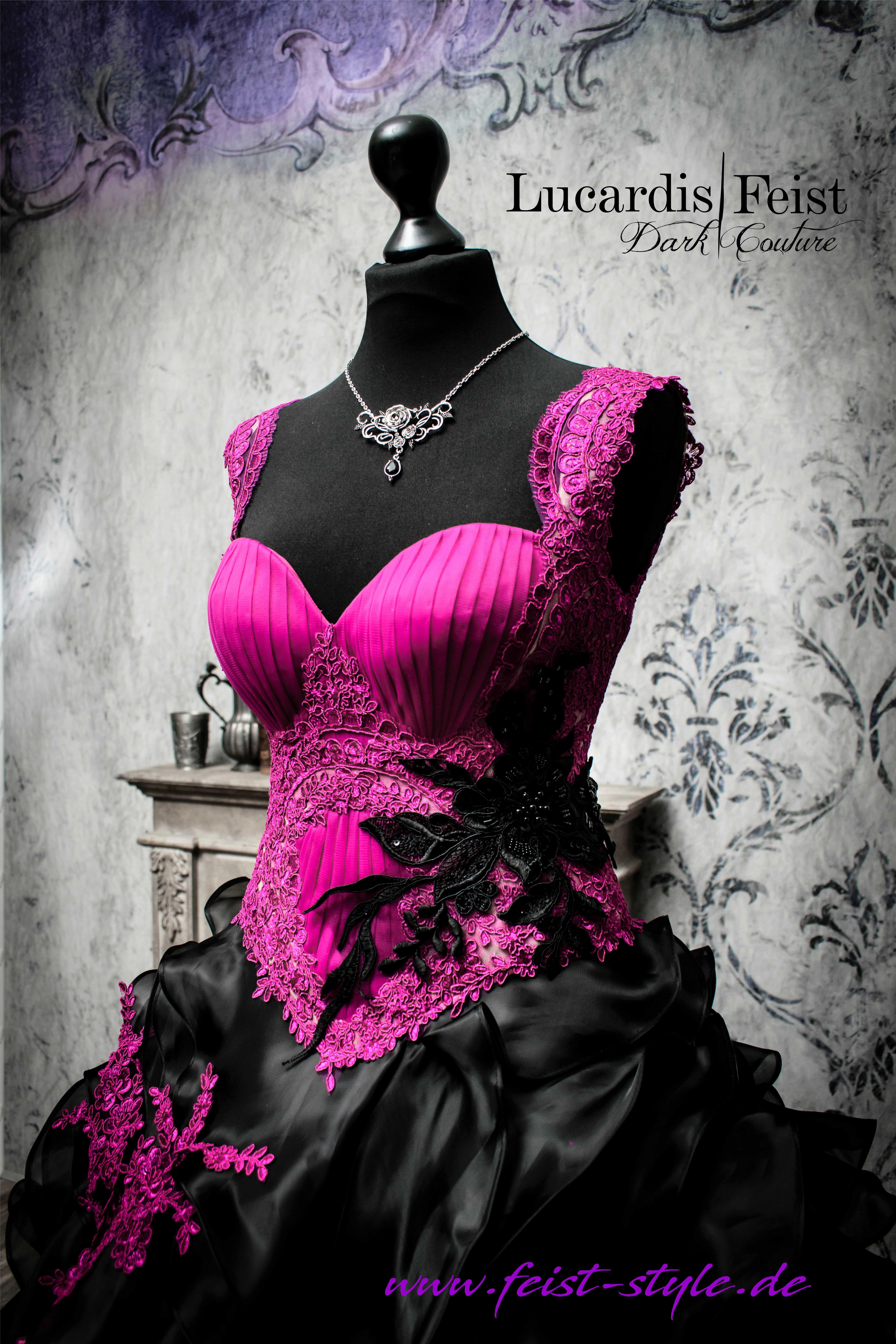 Pin auf Extravagante Brautkleider von Lucardis Feist