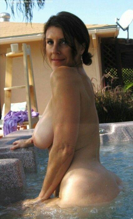 nude Mature hot tub women