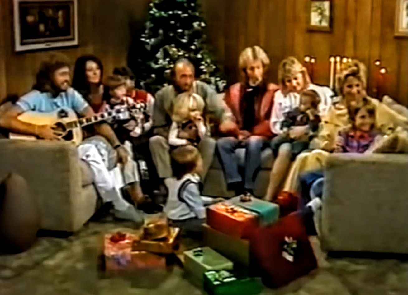 Bee Gee S Guest Appearance Via Satellite From Miami On Cilla Black S Christmas Special Bee Gees Barry Gibb Andy Gibb