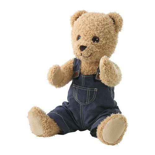 BRUMMA Peluche con vestiti IKEA I peluche sanno ascoltare, coccolare e consolare; inoltre hanno superato accurati test di sicurezza.