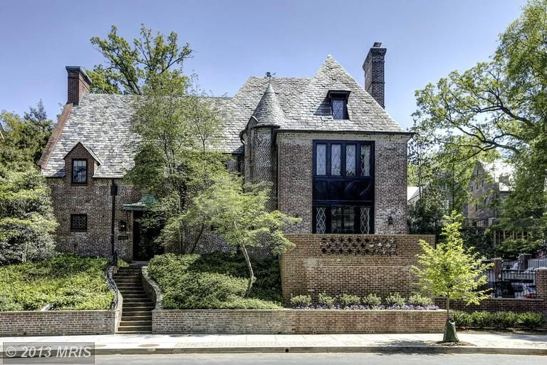 The Obamas New Home Is Beautiful Obama House Mansions Celebrity Houses