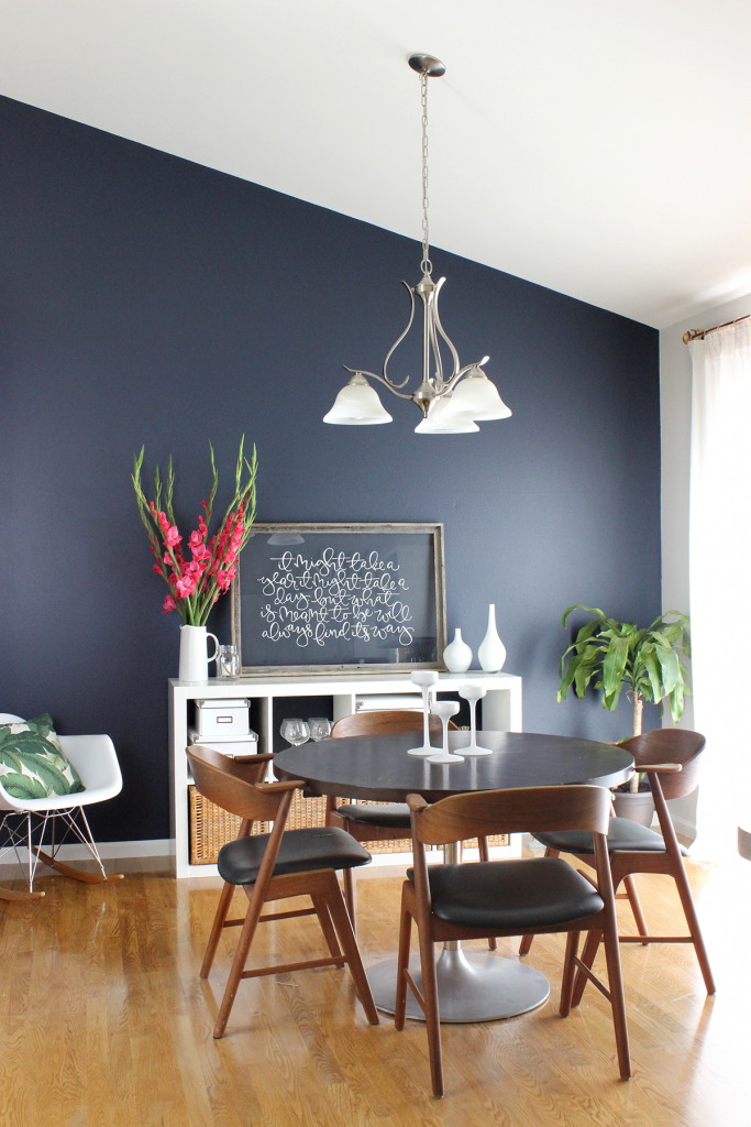 9 Striking Navy Blue Paint Colors For Your Room Makeover #halenavybenjaminmoore