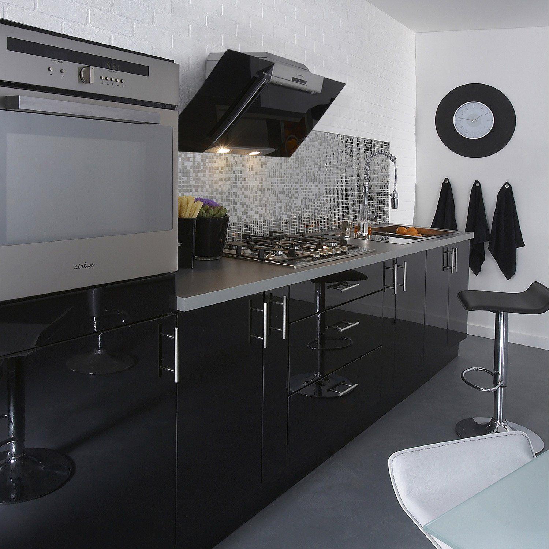 Meuble Bas De Cuisine Noir Laqué la cuisine aménagée noire : un choix déco envoûtant