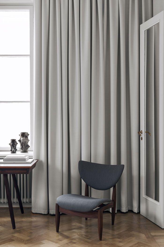 The Elegant Home Of Swedish Interior Designer Louise Liljencrantz Vardagsrum Gardiner Interior Inredning Vardagsrum Lagenhet