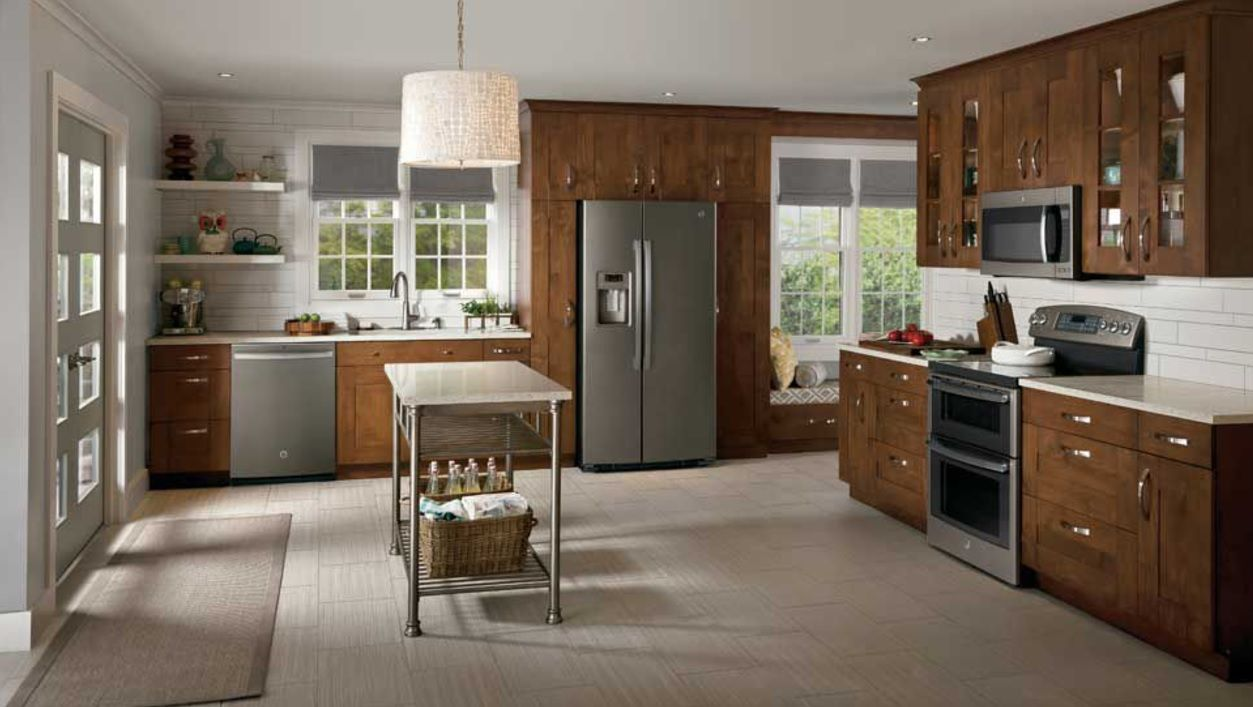 A Kitchen This Warm And Cozy Is Hands Down The Heart Of The Home Find Inspiration From A Ferguson Bath K Slate Kitchen Kitchen Cabinet Remodel Kitchen Design