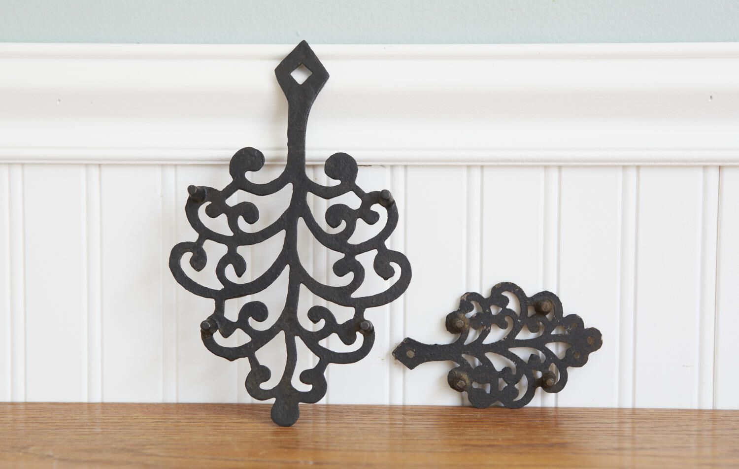Cast iron kitchen trivet tea pot stand metal hot dish tray cookware - Vintage Cast Iron Trivets Kitchen Decor Hot Plate Footed Matching Trivets Rustic