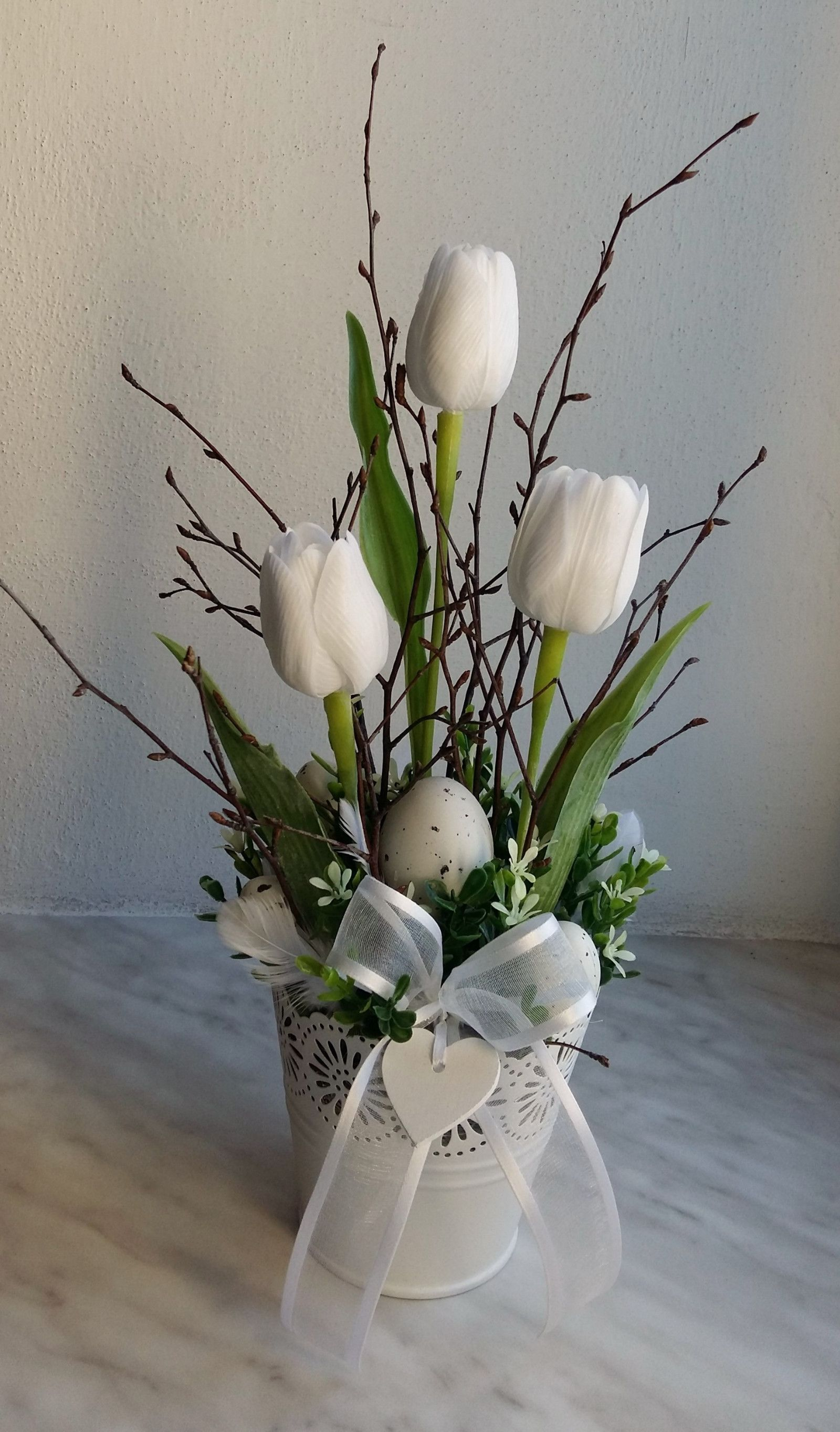 Vysledek Obrazku Pro Stroiki Wielkanocne Na Cmentarz Allegro Easter Flower Arrangements Easter Flowers Easter Arrangement