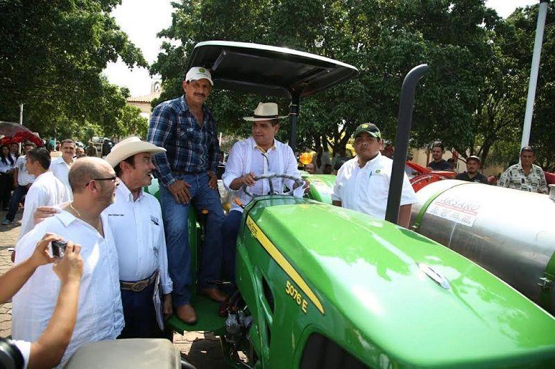 La SAGARPA, a través del componente IDETEC, ha destinado recursos federales por un monto de 70 millones de pesos en apoyo a mil 215 proyectos, con una inversión total 193 ...