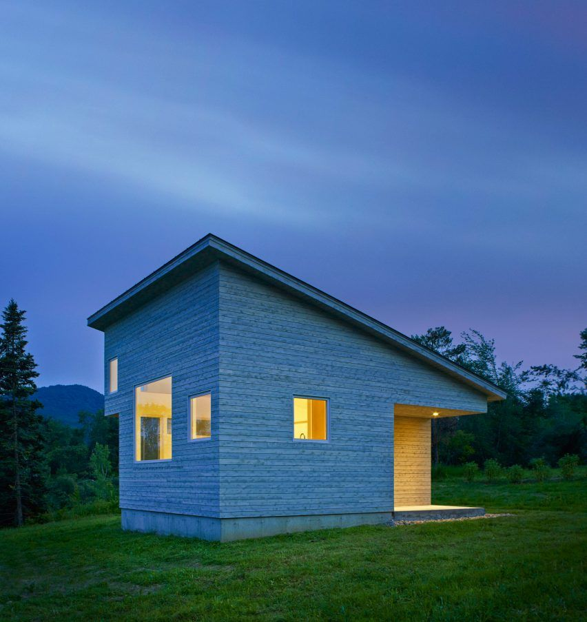 Modern House Design On Small Site Witin A Tight Budget: MicroHOUSE By Elizabeth Herrmann Architecture Deisgn