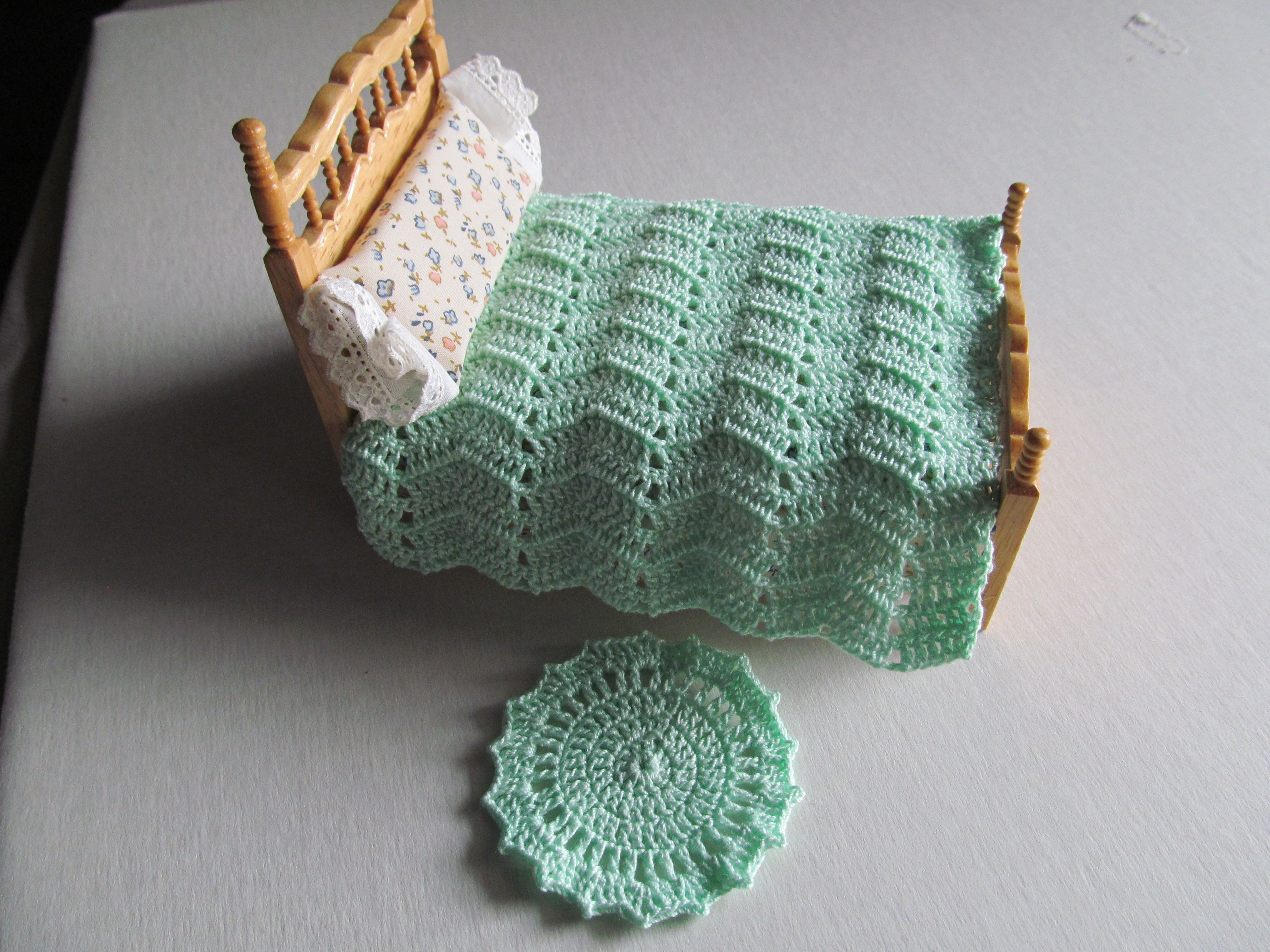 Cotton thread, youth bed and rug.
