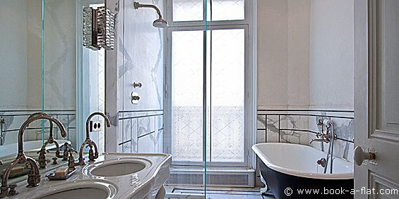 Location appartement 3 chambres et + Paris rue François 1er 8ème