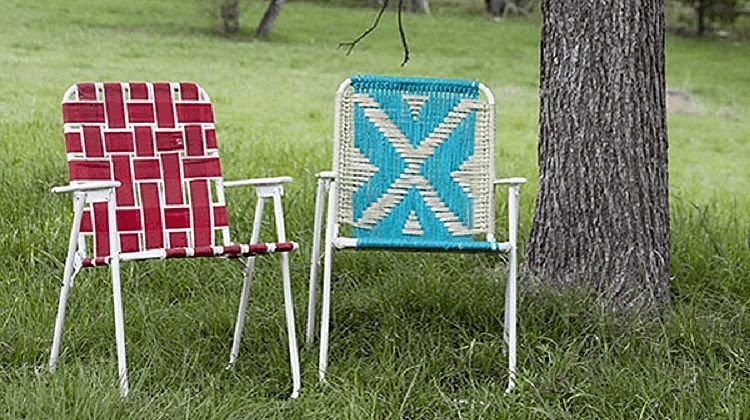 Want to know how to make a macrame lawn chair? Follow these upcycled lawn chair instructions to add macrame chairs to your yard!