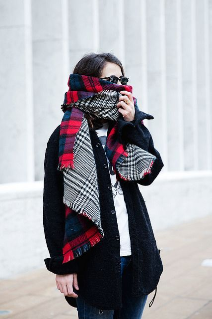 In love with this scarf from collage vintage! #zara #blogger #outfit