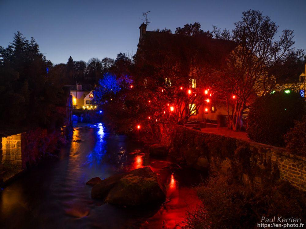 novembre 2017 | fin de journée - lumières de Noël  - à Pont-Aven   © Paul Kerrien 2017 https://en-photo.fr Finistère Bretagne