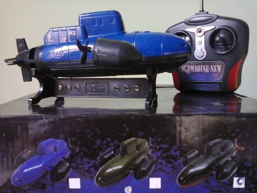 Submarine REMOTE CONTROL...ride it in water...40 feet