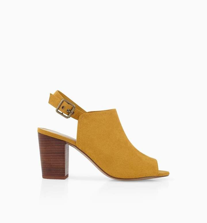 Mule à talon avec sa jolie couleur moutarde.