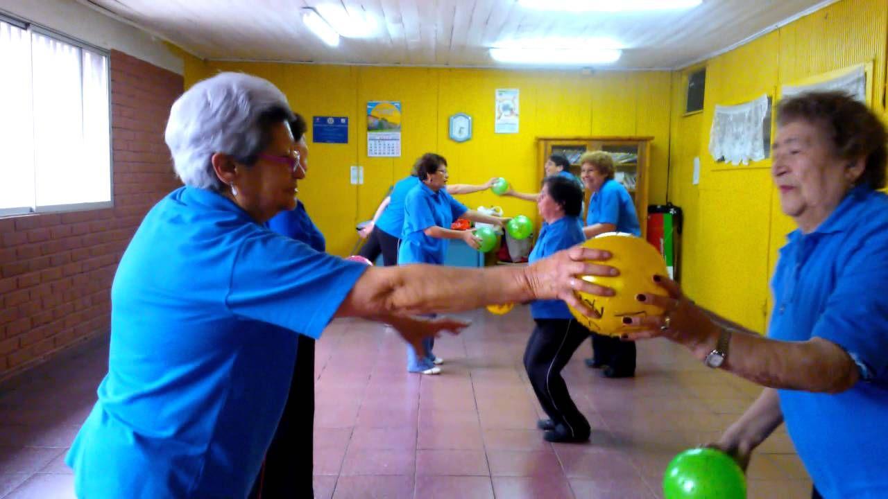 Gimnasia con pelotas gerontogimnasia pinterest for Ejercicios de gimnasia
