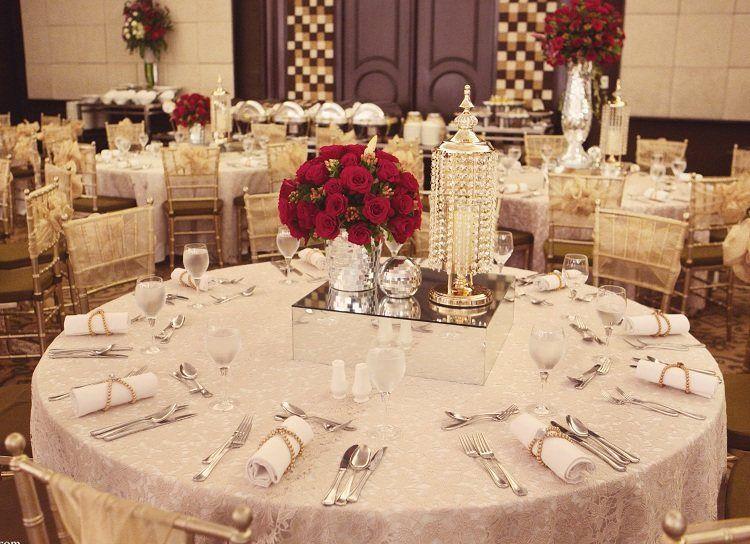 Tischdeko winterhochzeit  Stilvolle Tischdeko in Gold, Rot, und Weiß | Wedding | Pinterest ...