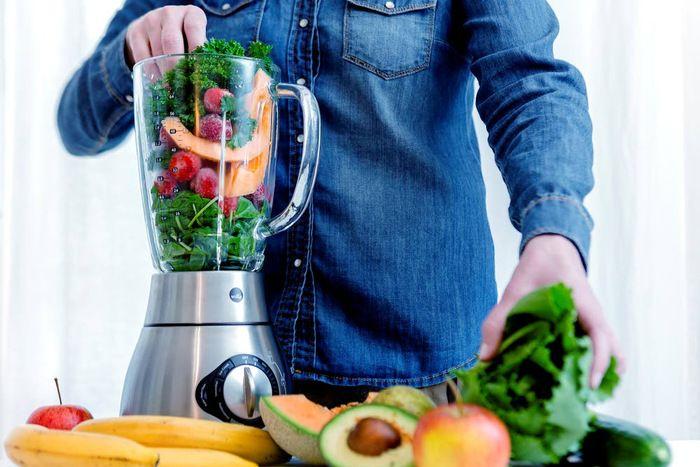 Trendi ruoka aiheuttaa ruokamyrkytyksiä. (raakaruoka)