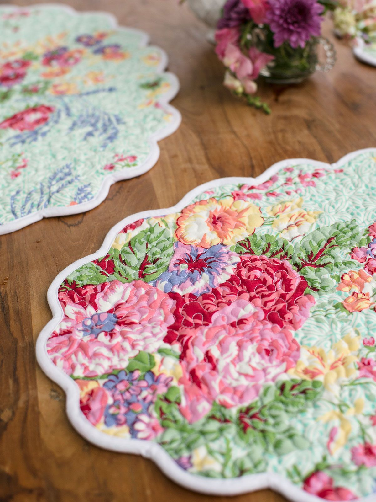 Pin By Kathy Minnis On Quilts In 2020 Table Linens Linen Placemats Table Cloth