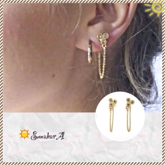 ✨16k Gold Triad Earrings w/ Vintage Rose Crystals ☀️Simply Beautiful☀️                                              16k gold plate over brass earrings with subtle rose colored vintage glass crystals                               super pretty everyday day into evening wear                                                                               other colors are available in my closet too✨ Sunahara Jewelry Jewelry Earrings