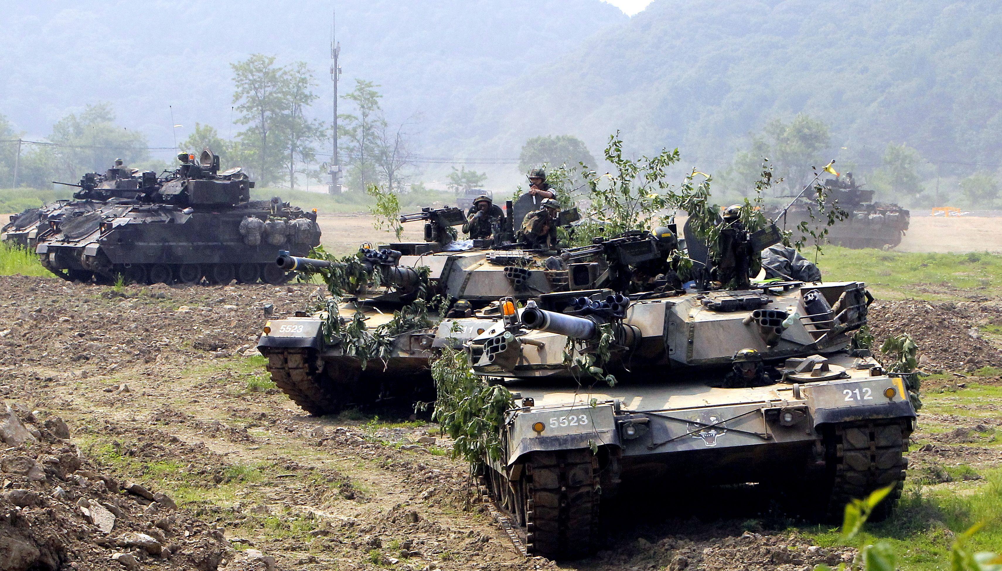 4442c6c50780 ROK K1 MBTs with US M2 Bradleys