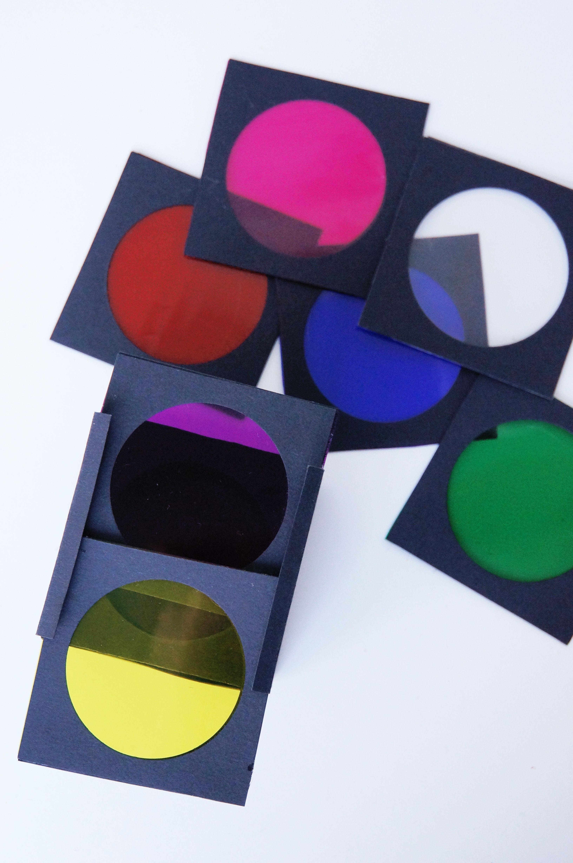 Wir Machen Die Welt Bunt Mit Folien Farbexperimente Projekt Farben Kindergarten Kinder Kunst Farben Lernen