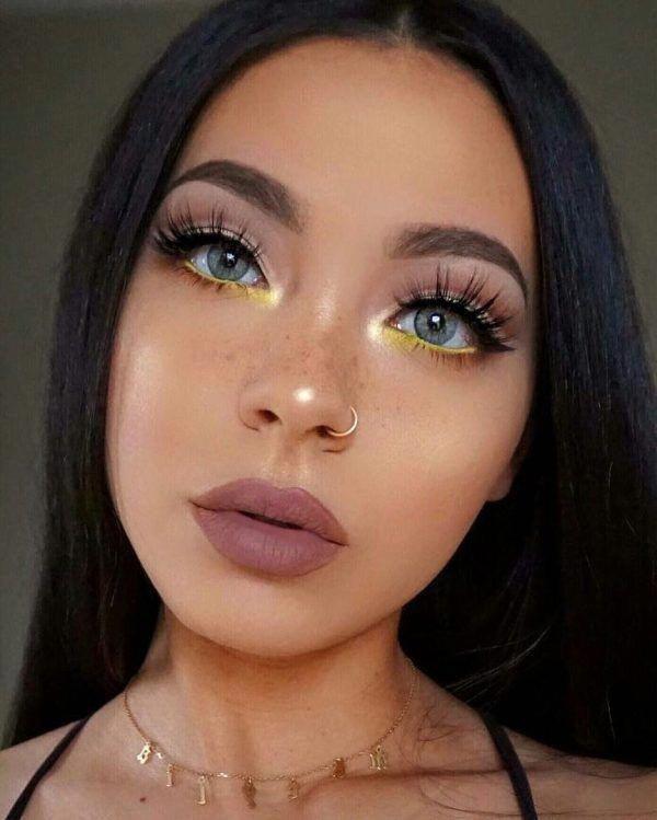 Maquillajes rápidos si van a pasar por ti en menos de media hora
