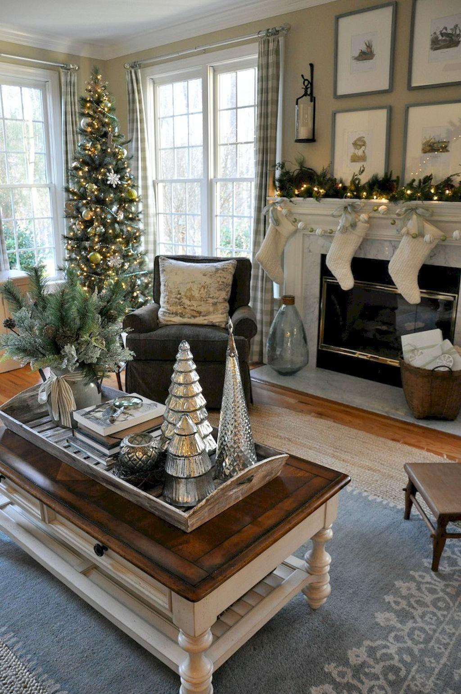 Comfy Rustic Farmhouse Christmas Living Room Décor Ideas