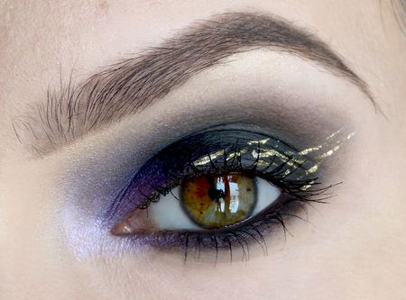 Video Tutorial: Learn how to do a smokey eye with flecks of gold #tutorial