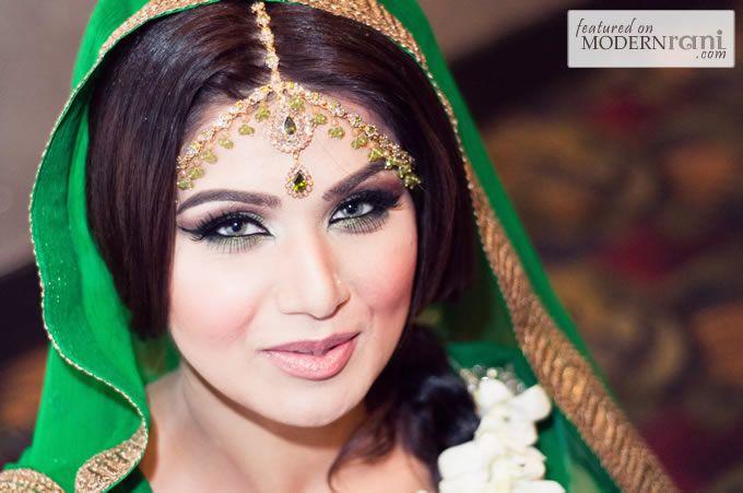 Makeup For Mehndi Function : Beautiful pakistani bride at her mehndi with matha patti headpiece