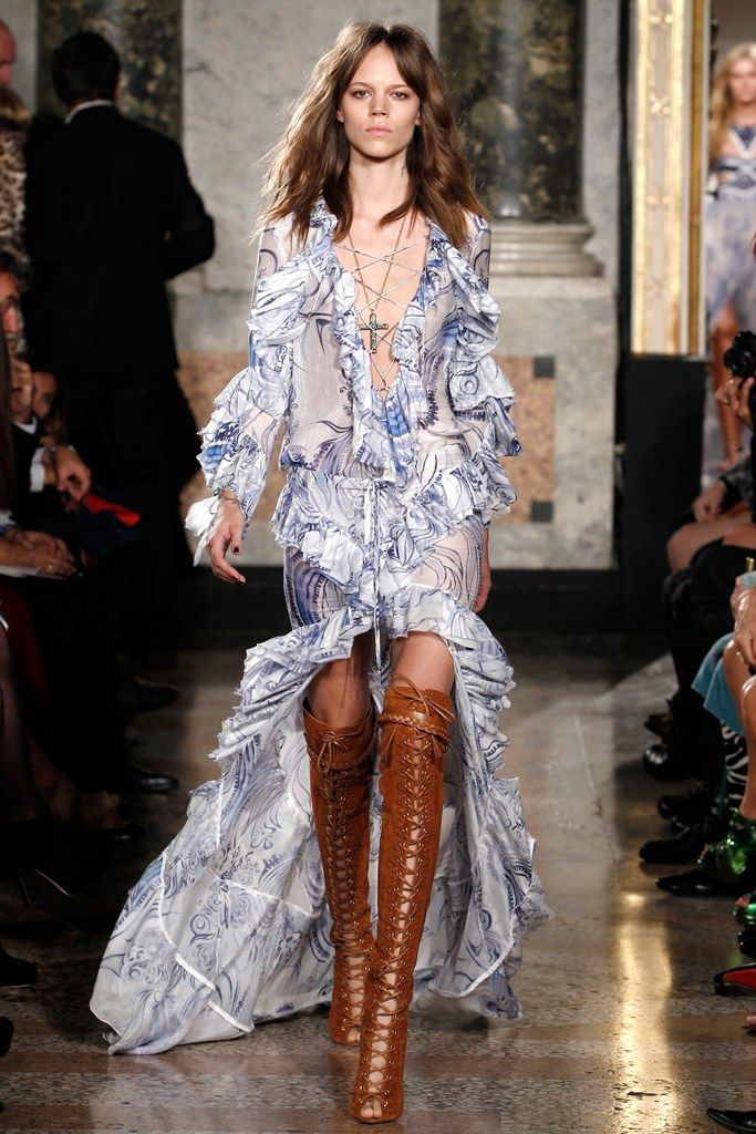 See the complete Emilio Pucci Spring 2011 Ready-to-Wear collection.