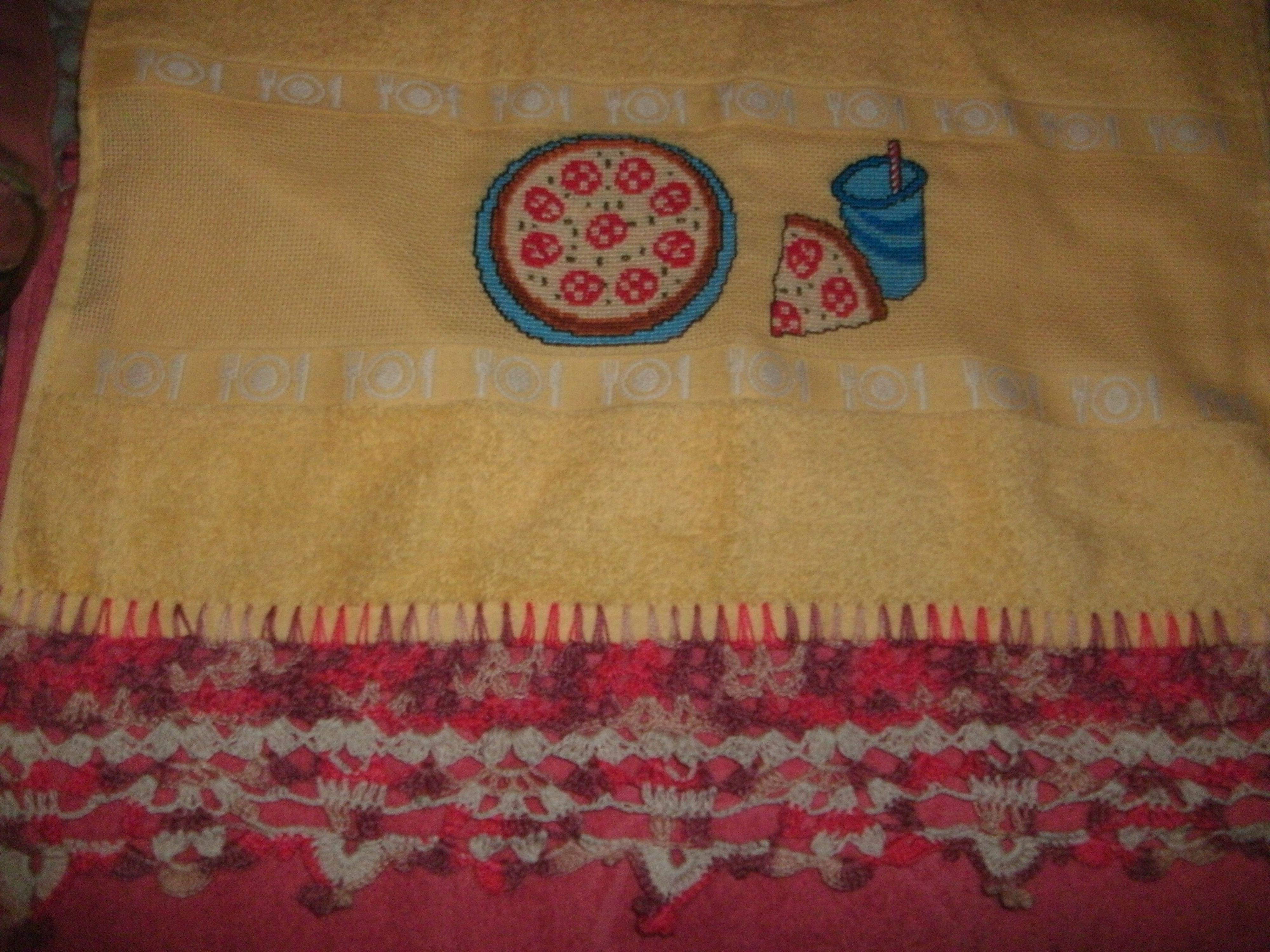 Pano de Prato, felpudo,bordado em ponto cruz,com motio de pizza, com barrado em croche inesmoreira60@hotmail.com