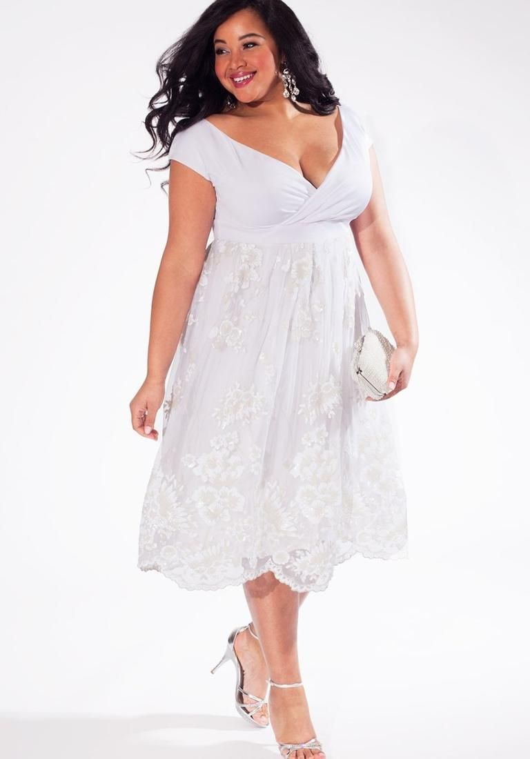 14 Gorgeous Wedding Gowns For Plus-Size Women: Wedding Dresses ...
