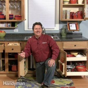 How to Spray Paint Kitchen Cabinets #spraypainting