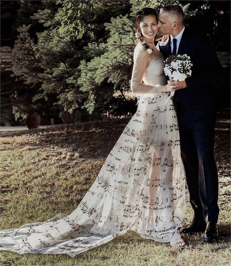 vestido de novia con notas musicales #boda #cantante por cierto es