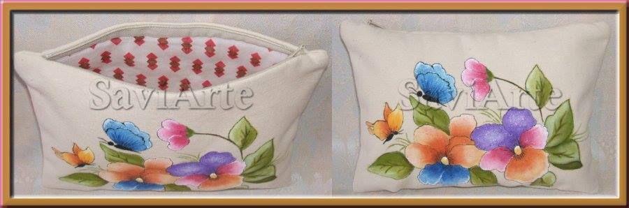 Bolsa em linho pintada com amores perfeitos