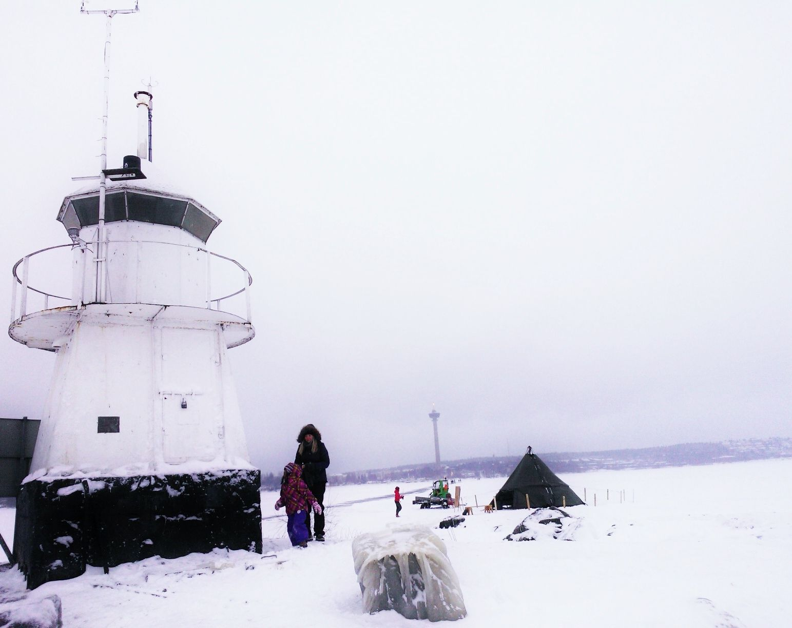 Take a wintry hike to Siilinkari lighthouse at the Lake Näsijärvi in Tampere, Finland. www.tampereallbright.fi #Winter #Hiking #Ice #Skating #Skiing