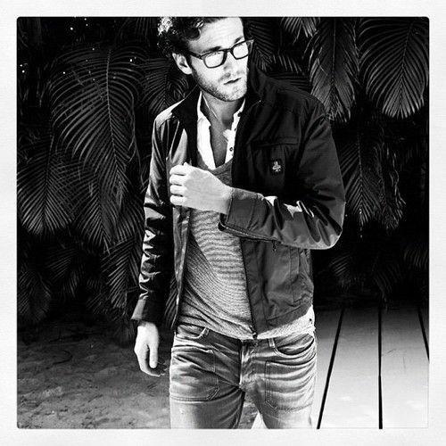 Gozlukle gelen stil #style #men #menswear #fashion #stil #gununstili #bustil #lookoftheday #popular