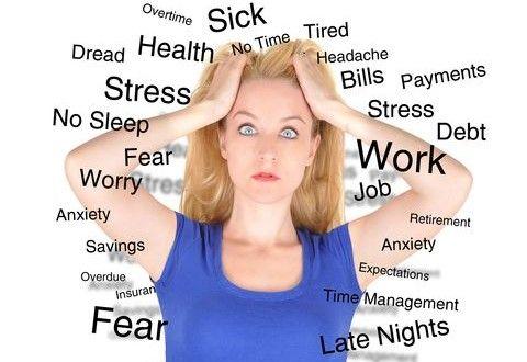 Le stress affecte-t-il notre poids? Le stress : en effet cet état peut favoriser la prise de poids, ce processus est lié aux hormones libérées par le stress (cortisol, adrénaline) qui peuvent influencer sur divers processus la prise de poids et l'envie de manger. Le stress provoqué par le régime amaigrissant plus le stress de notre vie personnelle et professionnelle,