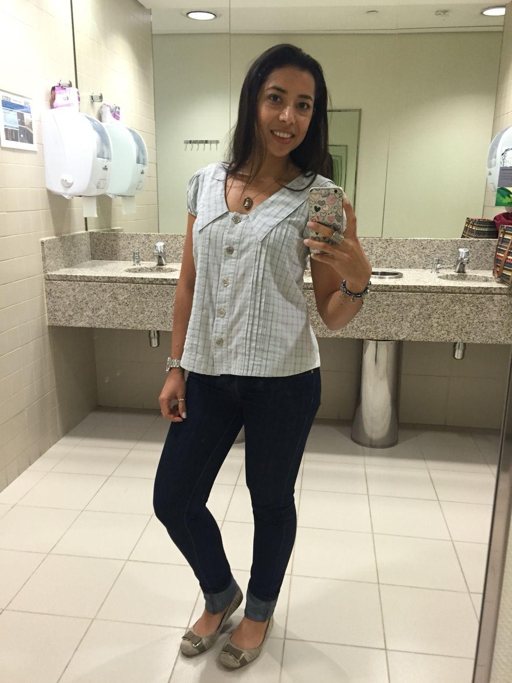 Calça jeans skinny, camisa xadrez azul