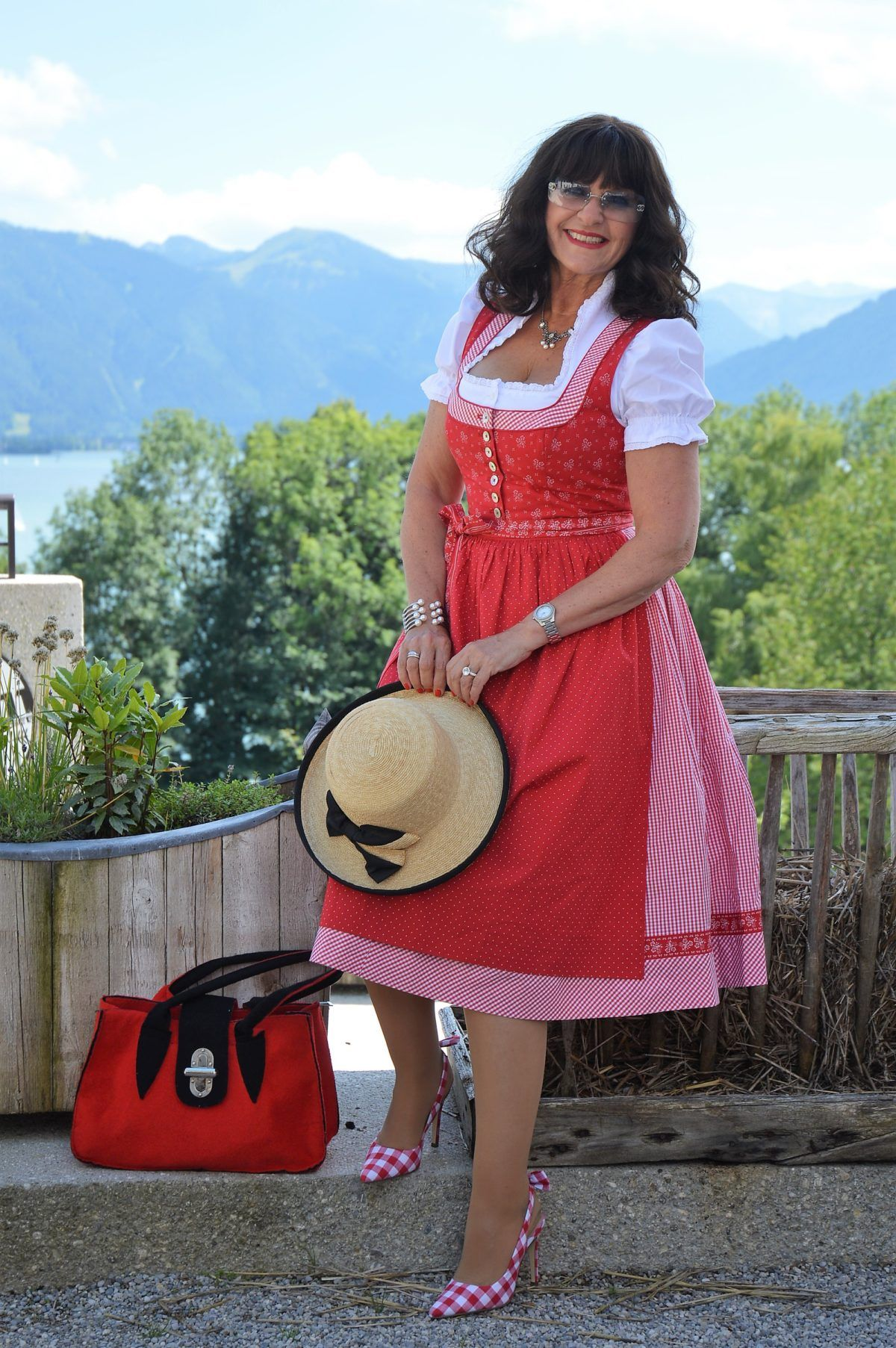 878c50011e9b16 Im roten Dirndl zum Seefest in Tegernsee - Martina Berg - Lady 50plus