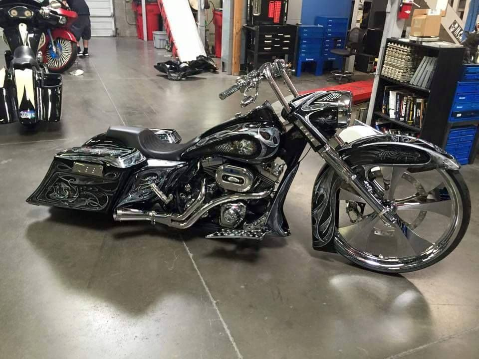 Great Paint Job With Our On This Awesome Bagger It Also Features Our Chrome Edge Wheel The E Harley Davidson Motorcycles Road King Bike Harley Davidson Bikes